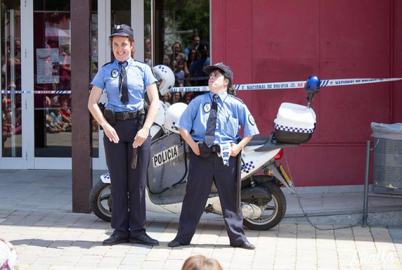 CIA. LAS POLIS @ Espectacle itinerant pels carrers del poble | Catalunya | Espanya