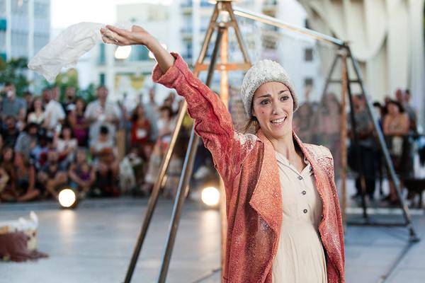 MIREIA MIRACLE presenta ROJO @ Plaça de la Vila | Catalunya | Espanya